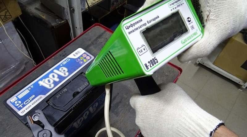 проверка нагрузочной вилкой автомобильного аккумулятора